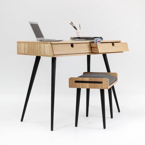 Desk in oak wood