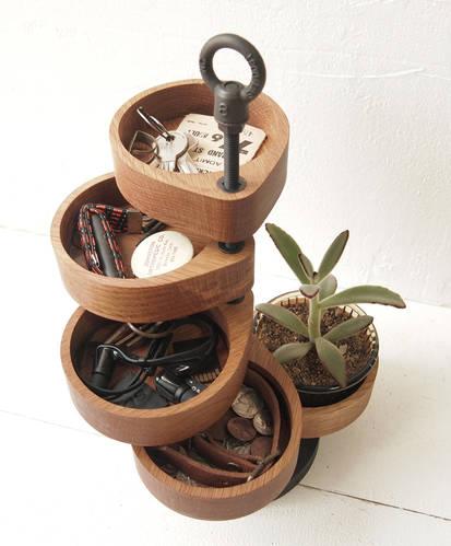 Spiraling timber jewelry organizer