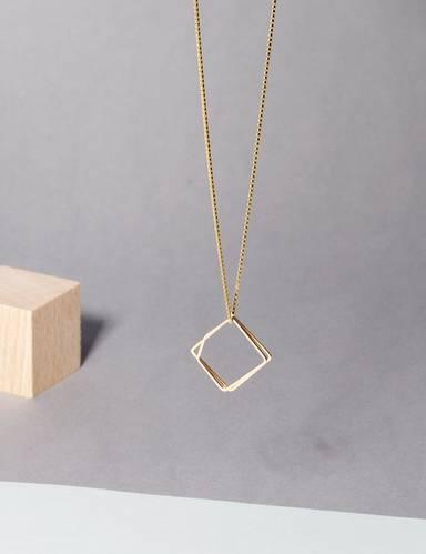 Le Necklace